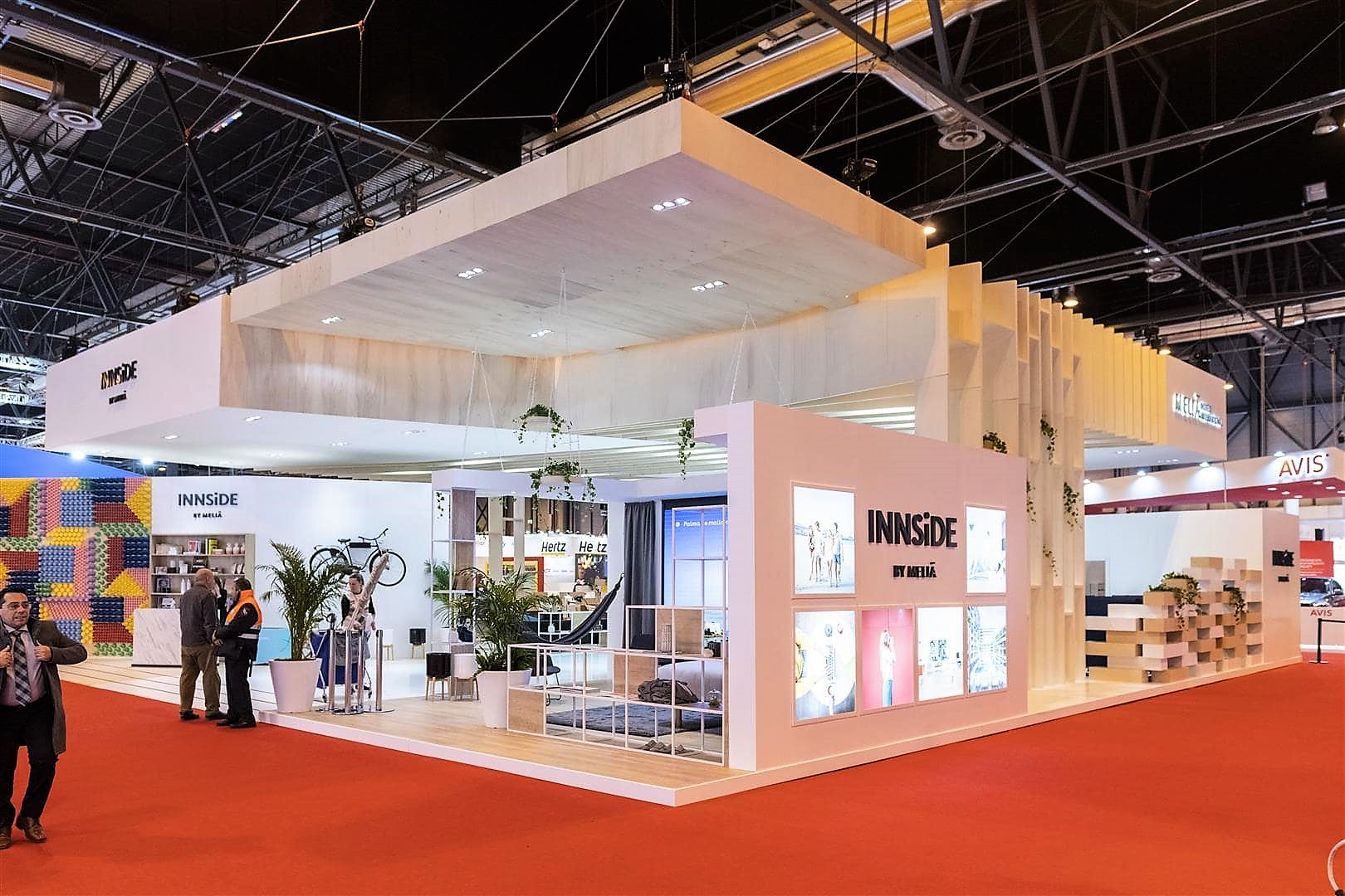 Design and construction of the INNSiDE by Meliá stand in Fitur 2019.
