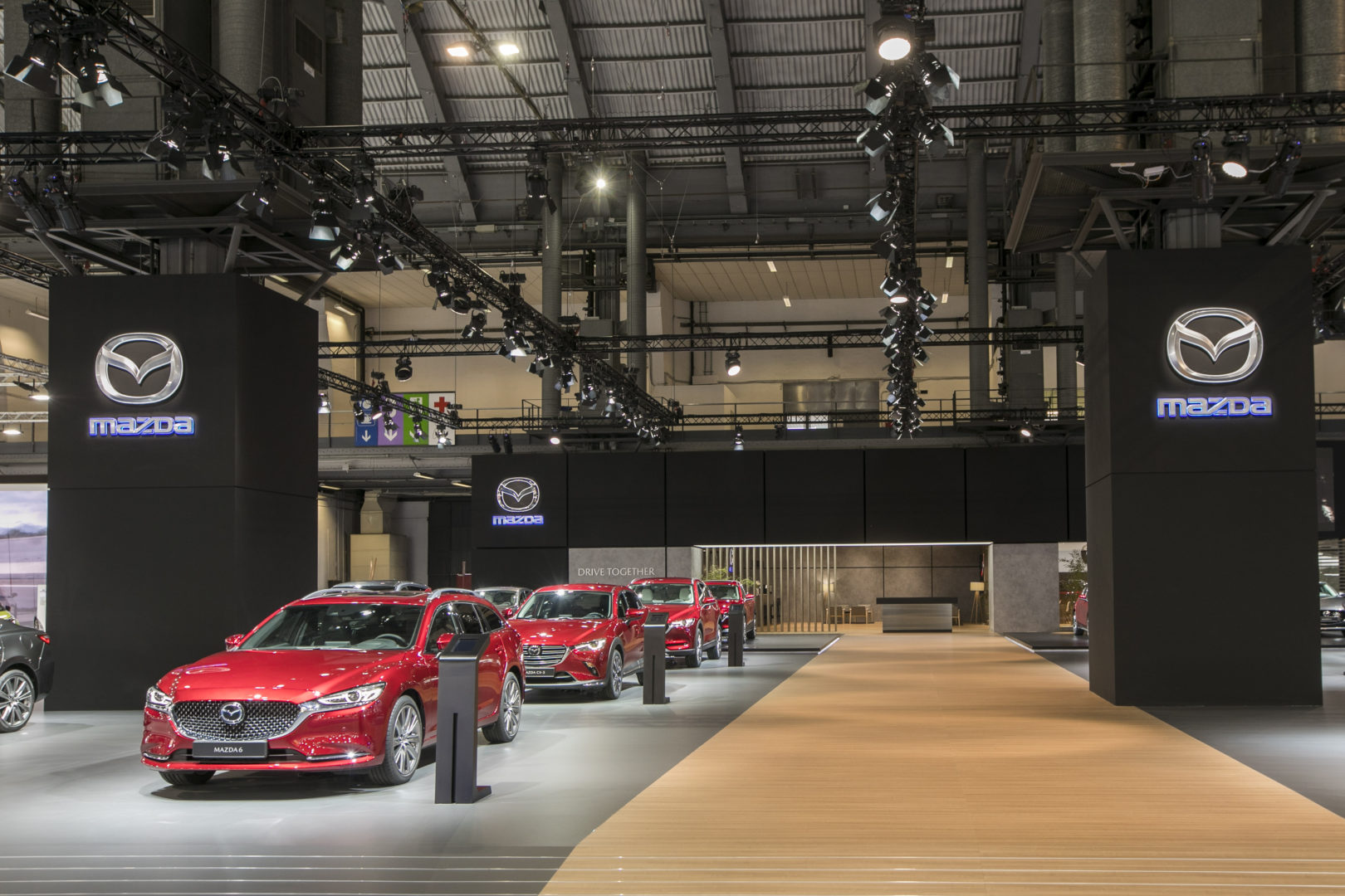 Design et construction du stand MAZDA à AUTOMOBILE 2019.